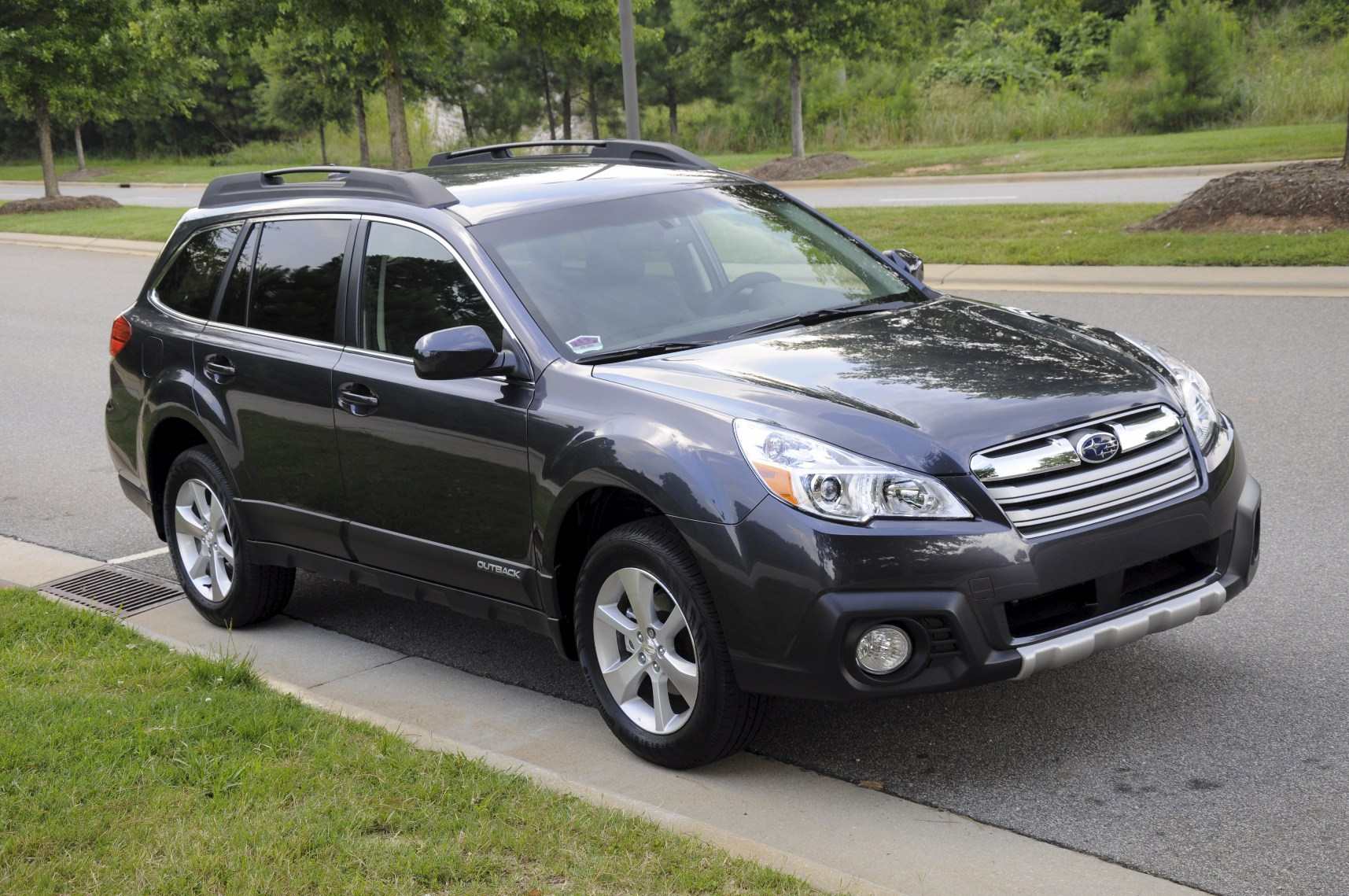New thule force xl 625 17 cuft vs yakima skybox 16 subaru outback picture not mine vanachro Images