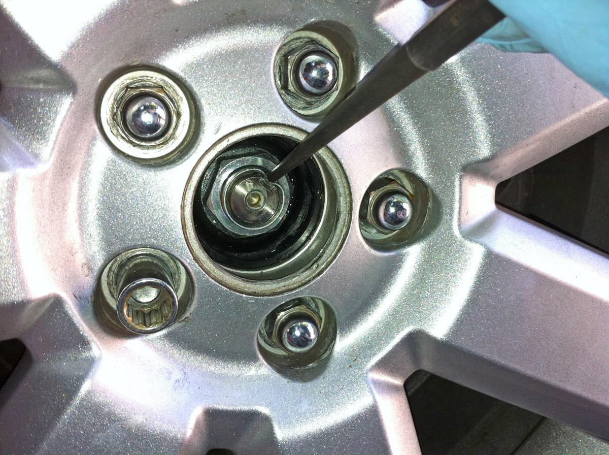 '05-'09  - Replacing rear wheel bearing-img_0945.jpg